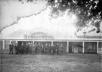 Campbell's Sydney Hotel c1895. A Zaetta is credited with this image but he operated in Wangaratta in the 1940s. It is most likely that he copied the image by creating a negative of the damaged original.